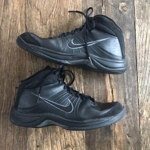 Nike Overplay VI Athletic Shoes size 9 Black Gray